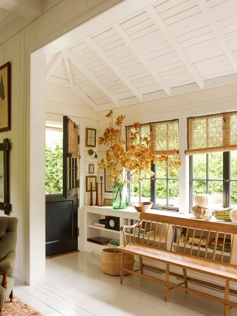 English Cottage Meets California Cool in a Mill Valley Home – Countryside house Style Cottage, Cottage Homes, Cottage Bedrooms, Cottage Design, English Cottage Style, Cozy Cottage, Cottage House Styles, Cozy House, Modern Cottage Decor