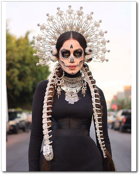 Sugar Skull Artwork, Sugar Skull Face, Sugar Skull Girl, Halloween Diy, Halloween Face Makeup, Love Lily, Dark Beauty, Day Of The Dead, The Chic