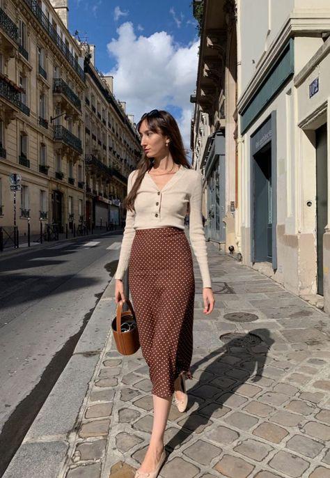 Frühherbst Pariser Looks - Get dressed - Winter Mode Parisian Summer, Parisian Chic Style, French Summer, Elegance Style, Parisian Fashion, Petite Fashion, Vintage Fashion, Look Fashion, Girl Fashion