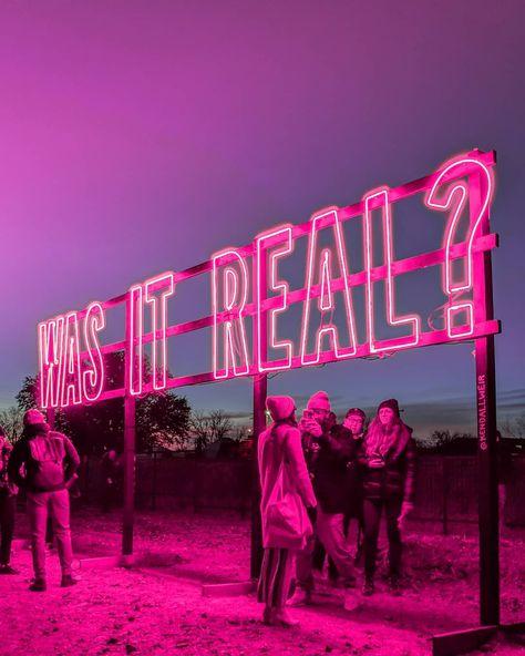 Udk Berlin, Marfa Lights, Marfa Texas, Neon Aesthetic, Instagram Worthy, Pink Walls, Neon Lighting, Installation Art, Small Towns