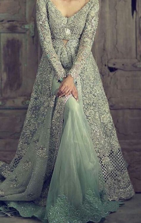 Jaw-dropping bridal gown by