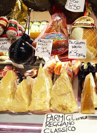 Looking to eat like a local in Florence? The meats and cheeses found inside San Lorenzo Market are the perfect trimmings for a picnic in a nearby park or garden.
