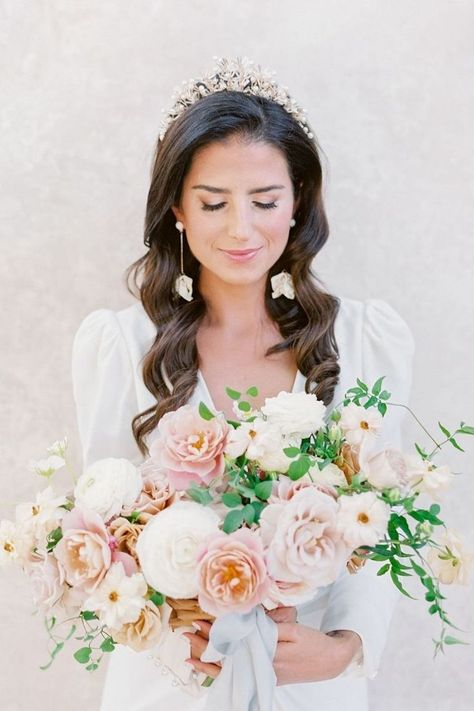 Check out this summery fresh bouquet! 💐 With accessories so chic, this bride is certainly aisle-ready! 💕 | LBB Photography: @laurenfair #stylemepretty #weddingflowers #blushwedding #weddinghair