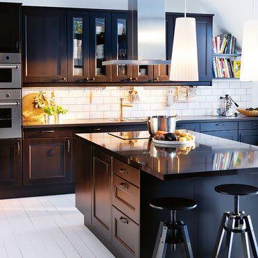 Una Isla En La Cocina Kitchen Renovation Black Kitchen Cabinets Kitchen Cabinets