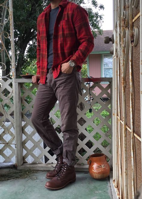 Post with 4965 views. A Visual History of MFA's Favorite Boots Boy Outfits, Fall Outfits, Casual Outfits, Men Casual, Red Converse Outfit, Red Wing Boots, Mens Boots Fashion, Mens Fall, Mens Clothing Styles