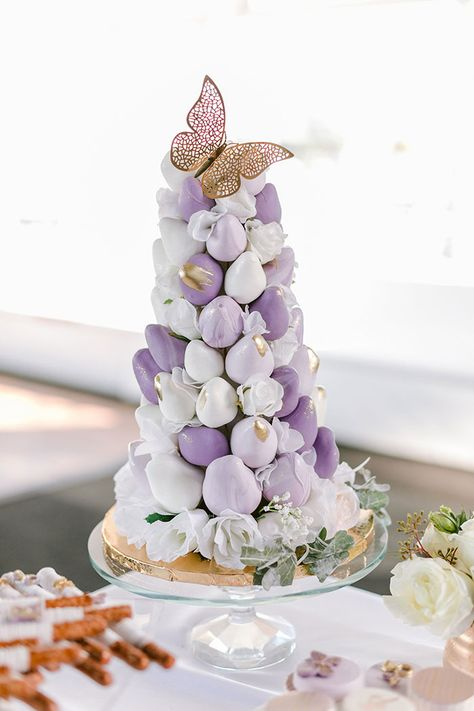 Purple Chocolate Dipped Strawberry Tower with Gold Butterfly Details Purple Dessert Tables, Purple Desserts, Chocolate Covered Treats, Chocolate Dipped Strawberries, Wedding Strawberries, Purple Wedding Cakes, Wedding Cakes With Flowers, Gold Wedding, Floral Wedding