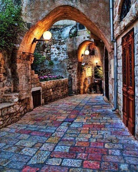 Calle Cobblestone en Jaffa, Israel http://www.travel-xperience.com/turismo-accesible/israel