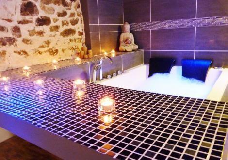 Suite Romantique Avec Jacuzzi Et Sauna Privatif Proche De Lyon Jacuzzi Suite Romantique Sauna