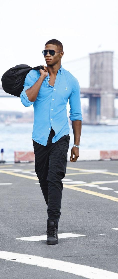 Nouveautés Polo Ralph Lauren   la chemise sport bleue incontournable est  revisitée en mélange de popeline de soie et coton pour un look luxueux. 620d22a32c2