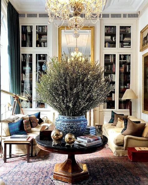 How To Achieve Furniture and Color Balance in a Room It's the Ralph Lauren Showroom in Milan and they call it Palazzo Ralph Lauren. Decor Interior Design, Interior Decorating, Interior Paint, Interior Ideas, Modern Interior, Interior Inspiration, Living Room Decor, Living Spaces, Color Balance