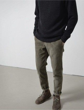 Men's Winter Fashion 2020 Guide – OnPointFresh Olive slim fit tapered chinos, desert boots and dark comfy jumper for a classic casual mens outfit Fashion 2020, Mens Fashion, Fashion Guide, Fashion Trends, Stil Inspiration, Herren Winter, Mens Winter, Look Man, Grey Trousers