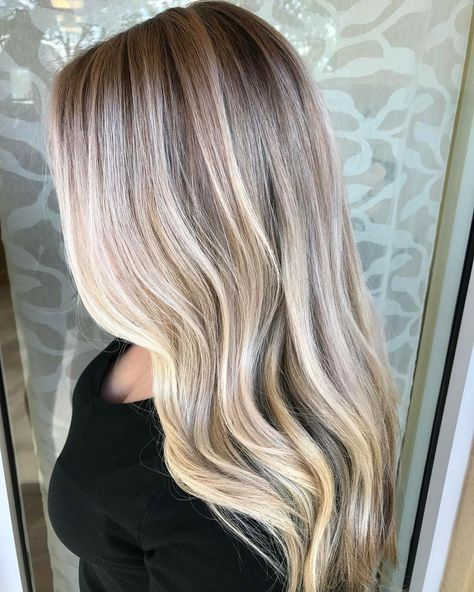 You can achieve bright blonde with hair painting. Key is saturation, elevation, and placement. @hellobalayage #balayagehair #hair #blonde #platinum #blondebalayage #blondehair #haircolor #balayagetechnique #ombre #colormelt #boho