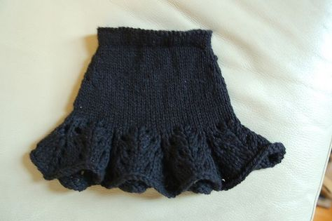 free pattern for lacy flouncy skirt for American Girl doll www.ravelry.com/...