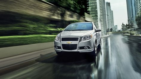تم تصميم سيارة شيفروليه افيو بانسيابية توحى بالجرأة و الجمال و الجاذبية كما أن السيارة تأتى بمحرك سعته 1500 سى سى و قوته 85 حصان و يذكر ان س Chevrolet Car Cars