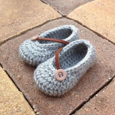 Ezra Grays Free Crochet Pattern.  Cute!  Pattern has to be printed off