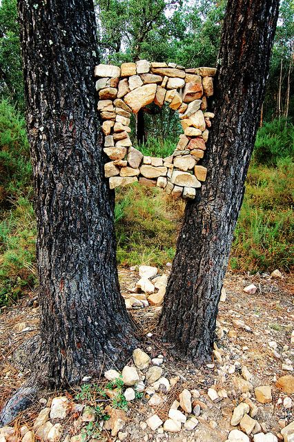 Land Art Land Art Land Art that serves as an intersection of architecture . - Country art Land Art Land Art, which can be defined as the intersection of architecture - Land Art, Rock Sculpture, Sculpture Ideas, Garden Sculptures, Art Sculptures, Forest Art, Country Art, Environmental Art, Outdoor Art