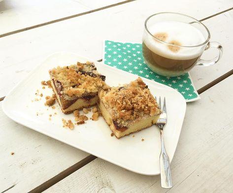Einen schönen Wochenteiler mit leckerem Zwetschgenkuchen. 😊. *****. 💚. *****. ☕️. *****. 🌸. *****. 🏖. #zwetschgenkuchen#kuchen##cake#lecker#yummy#smakelijk#kaffee#coffee#lattemacchiato#latte#gartenzeit#gardentime#kaffeezeit#kaffeeliebe#coffeelover#wohnenundgarten#metime#qualitytime#lovetheliveyoulive#summer#sommer#som