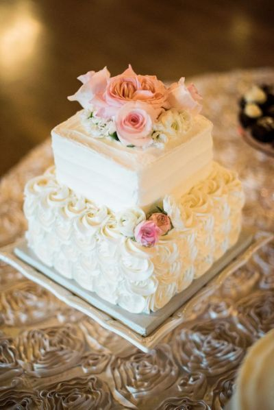 Best 25 Square Wedding Cakes Ideas Simple Wedding Cake Buttercream Wedding Cake Cool Wedding Cakes