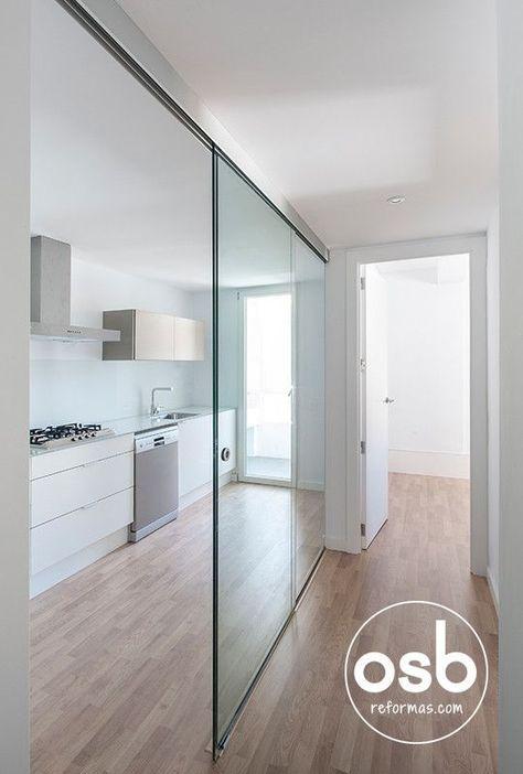 https://www.homify.es/libros_de_ideas/28549/5-ideas-para-que-los-pasillos-le-ganen-la-batalla-a-los-espacios-abiertos la reforma de Hugo y Eva : Pasillos, vestíbulos y escaleras de estilo minimalista de osb reformas #kitchendesign