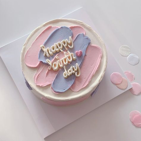Find images and videos about food, aesthetic and sweet on We Heart It - the app to get lost in what you love. Pretty Birthday Cakes, Pretty Cakes, Beautiful Cakes, Amazing Cakes, Elegant Birthday Cakes, Happy Birthday, 13th Birthday Parties, Birthday Desserts, Birthday Cookies