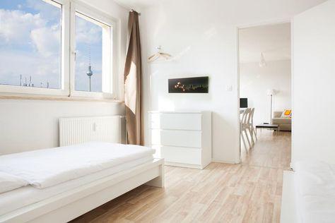 Einrichtungsidee in weiß fürs Schlafzimmer Helle Möbel, sowie - geraumige und helle loft wohnung im herzen der grosstadt