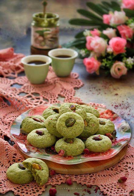 كوكيز زبدة الفستق الحلبي بالهيل وماء الورد Dessert Recipes Recipes Food