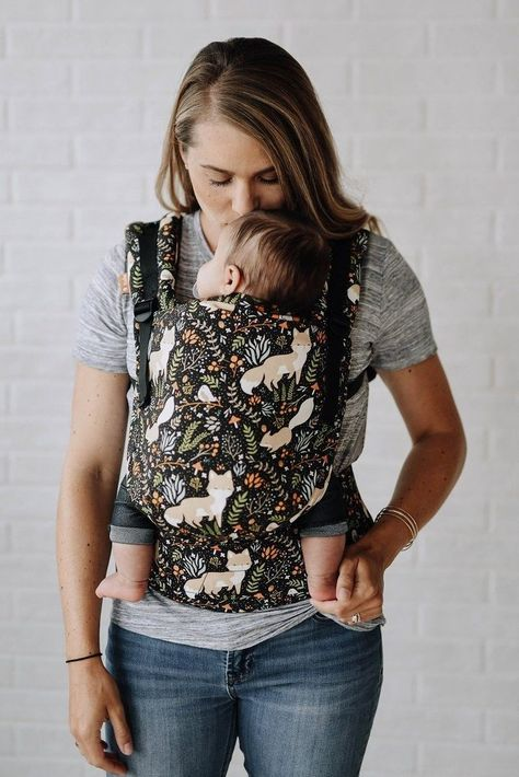 Baby Carrier Newborn, Best Baby Carrier, Kangaroo Baby, Baby Carrying, Baby Sling, Baby Must Haves, Baby Wraps, Tater Tots, Trendy Baby