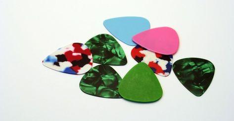 MTV in Brasile promuove la macchina che ricicla le carte di credito in plettri per chitarra per fare musica