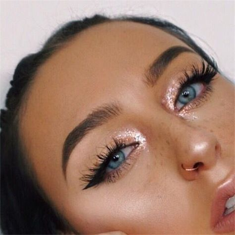 Yeah that's right you only need perfects eyebrows & your make up will look great So as you can see it's not that hard. Here are some make up ideas Beauty Make-up, Beauty Hacks, Hair Beauty, Beauty Tips, Beauty Ideas, Beauty Care, Simple Eye Makeup, Natural Makeup, Natural Beauty