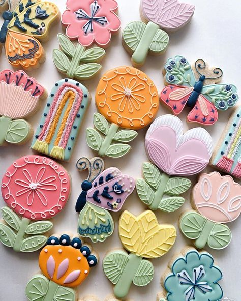 """Kristen Stringer on Instagram: """"Happy Earth Day!  I don't know about you but the circumstances we're in have made me realize how lucky we are to go out and explore this…"""" Summer Cookies, Fall Cookies, Iced Cookies, Cute Cookies, Easter Cookies, Birthday Cookies, Royal Icing Cookies, Cupcake Cookies, Cupcakes"""