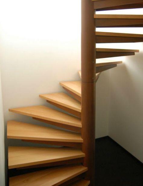 Escalier Helicoidal En Acier Oxydee Vernis De Forme Carree Et
