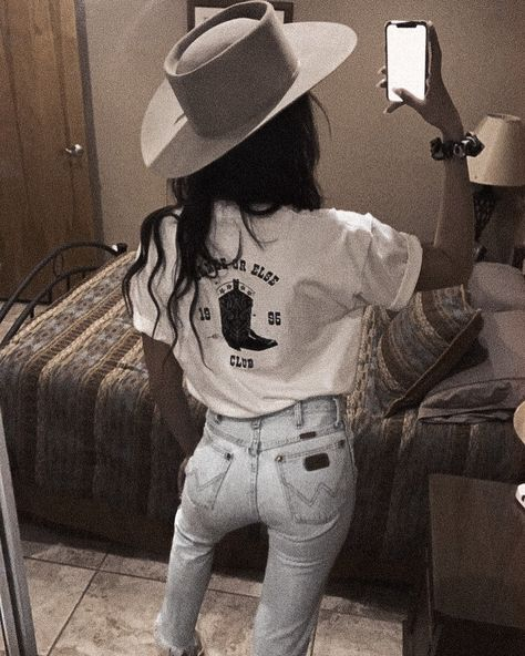 Rodeo Outfits, Western Outfits, Country Western Fashion, Girl Outfits, Cute Outfits, Fashion Outfits, Western Style, Country Style Outfits, Cowgirl Style Outfits