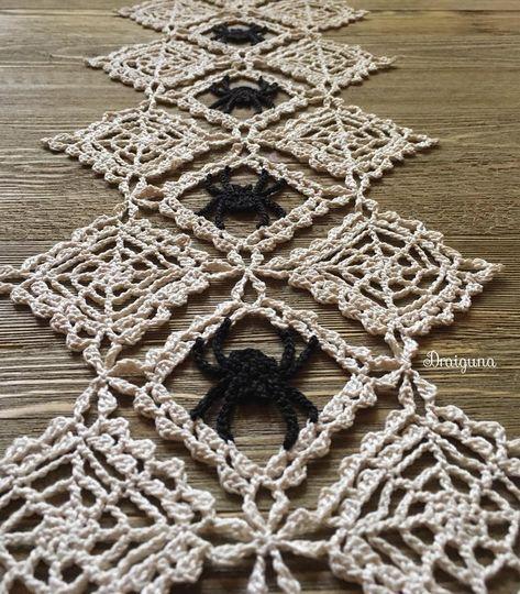 Halloween Crochet Patterns, Crochet Doily Patterns, Thread Crochet, Crochet Doilies, Crochet Stitches, Knitting Patterns, Halloween Knitting, Web Patterns, Crochet Fall
