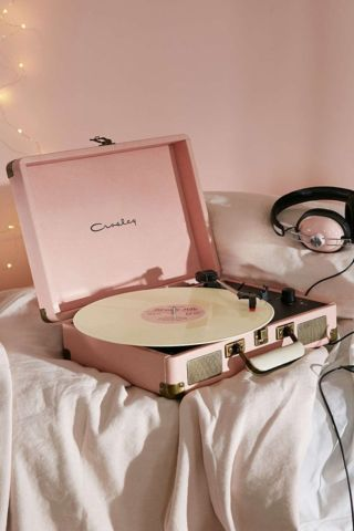 Shop Crosley Cruiser Pink UK Plug Record Player at Urban Outfitters today. We carry all the latest styles, colours and brands for you to choose from right here. Vinyl Record Player, Record Players, Vinyl Records, Crosley Record Player, Aesthetic Vintage, Pink Aesthetic, 1950s Aesthetic, Music Aesthetic, Aesthetic Images