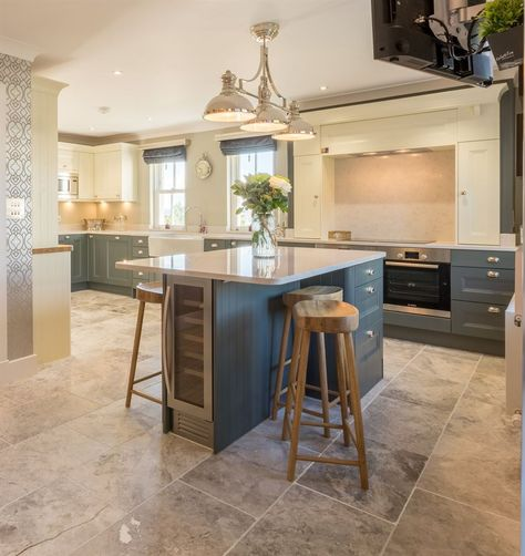 27 two tone kitchen cabinets ideas concept this is still in trend 27 two tone kitchen cabinets ideas concept this is still in trend breakfast bar kitchen belfast sink and penrith afc solutioingenieria Gallery