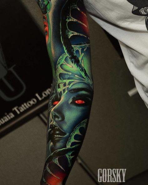"""Fata cu cele 16 tatuaje: """"Mă confruntam cu o depresie severă"""""""