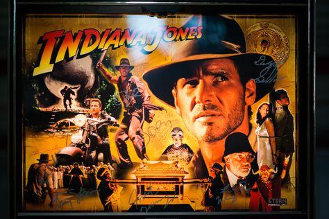 Backiglas vom Flipperautomat Indiana Jones vom Hersteller Stern Pinball.