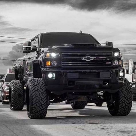 You can never go wrong with a black truck Lifted Chevy Trucks, Chevrolet Trucks, Gmc Trucks, Cool Trucks, Pickup Trucks, Chevrolet Silverado, Chevy Diesel Trucks, Silverado 2500, Jeep Cars