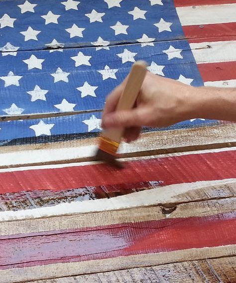 Make a rustic Americana flag out of pallet wood with these 7 steps. I've seen a short pallet & it's super cute done this way.