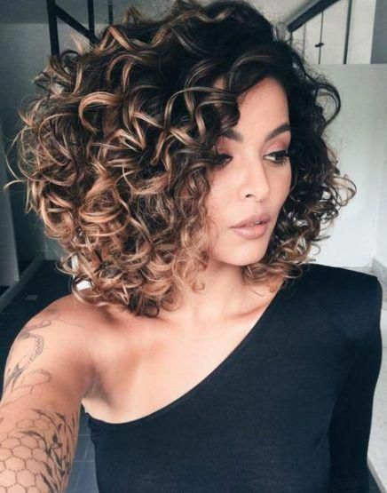 Super Hair Highlights Curly Wigs 39 Ideas Ombrecurlyhair Curly Hair Styles Naturally Curly Hair Styles Colored Curly Hair