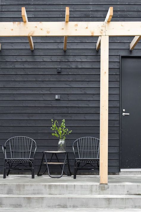 BLACK RATTAN CHAIRS   outdoor