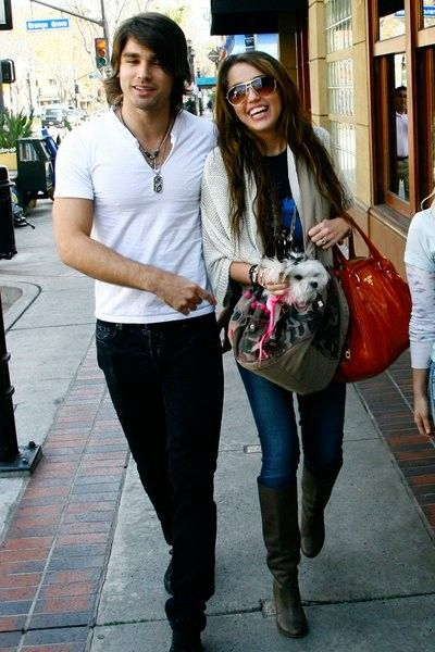 miley cyrus dating justin gaston