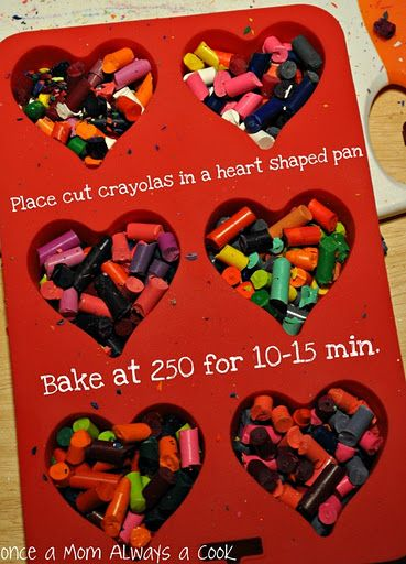 Heart Shape melted Crayons… X-mas favors for Kiddos?…need to get silicon hea… Crayons fondus en forme de coeur … des … Crayons Fondus, Making Crayons, Broken Crayons, Melted Crayons, How To Melt Crayons, Melted Crayon Crafts, Melted Crayon Heart, Crayon Art, Crayon Melting