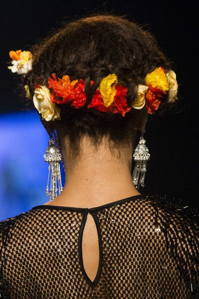 Naeem Khan, Spring 2018 - Swoon-Worthy Hair and Beauty Trends at NYFW Spring 2018 - Photos