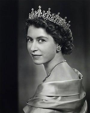 Queen Elizabeth photographed by Yousef Karsh