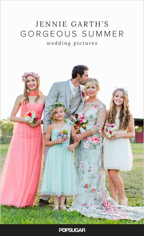 Jennie Garth married Dave Abrams in a gorgeous outdoor event in Los Olivos, CA. Take a look at all their stunning wedding pictures!