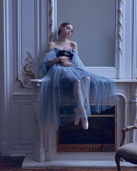 Vaganova Ballet Academy students Alexandra Khiteeva and Kirill Sokolovsky. Ballet Art, Ballet Dancers, Foto Fantasy, Vaganova Ballet Academy, Ballet Fashion, Ballet Inspired Fashion, Princess Aesthetic, Poses References, Dance Poses