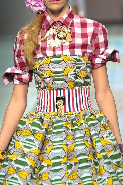 Nueva tendencia, mezcla de colores, estampados, texturas... se convertirá en moda¿? Stella Jean Spring 2014 - Details