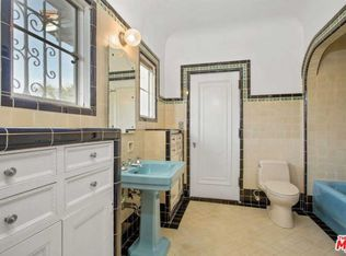 184 S Hudson Ave Los Angeles Ca 90004 Mls 21697668 Zillow Bathroom Styling Bathroom Farmhouse Style Spanish Style Bathrooms