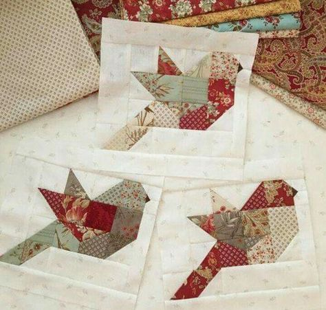 Another pinner said.I started my Autumn Feathers quilt this week. I think I might need one for every season Can't wait to make a Christmas Feathers! an Autumn Feathers quilt would be sweet 199 Likes, 15 Comments - Margot Languedoc ( Nice bird block with w Bird Quilt Blocks, Quilt Block Patterns, Pattern Blocks, Christmas Quilt Patterns, Block Quilt, Christmas Quilting Projects, Mini Quilts, Small Quilts, Crazy Quilting
